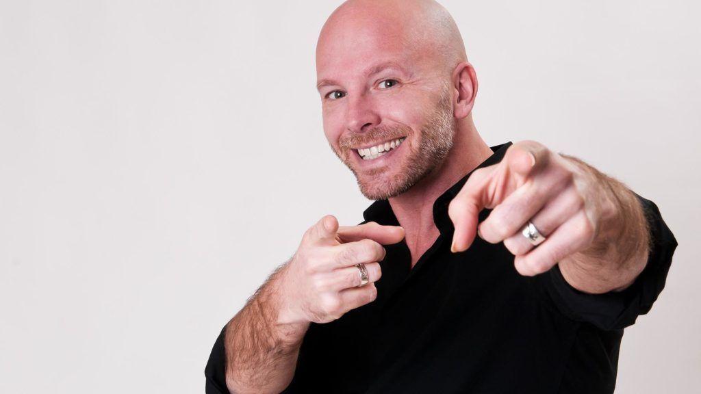 Il comico e cantautore Fabrizio Casalino su Radio Tausia